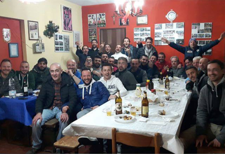 Foto di gruppo a cena da Memmo