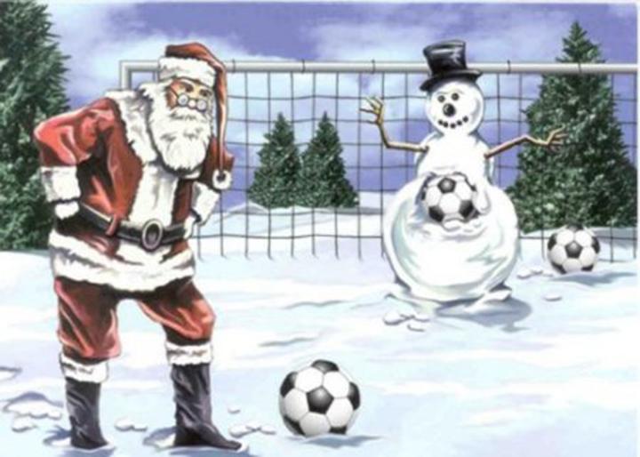 Babbo Natale che gioca a calcio